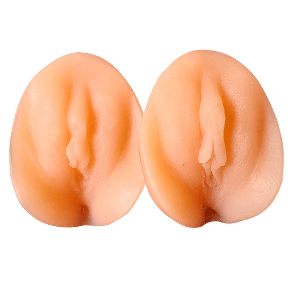 Vulve avant et après la supplémentation de testostérone- - Personne trans-masculine- Modèle 1- Silicone